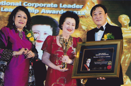 WIM CEO, receiving the Brandlaureatte Icon Leadership Award 2011